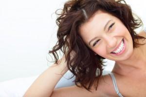 Schöne Zähne mit ästhetischem Zahnersatz | Quelle: shutterstock_Dean Drobot