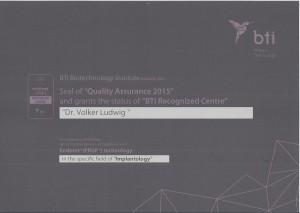 Quelle: Zahnarztpraxis Dr. Ludwig & Kollegen_Urkunde bti-Zentrum