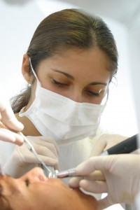 Quelle: Initiative proDente   Azubi Zahnmedizinische Assistenz