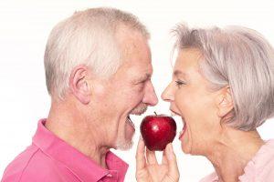 Zahnimplantate: Feste Zähne im Alter | Zahnarzt Fürth