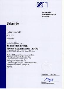 Quelle: Urkunde Catia Nicoletti/Zahnarztpraxis Dr. Ludwig und Kollegen