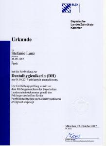Quelle: Urkunde Stefanie Lunz/Zahnarztpraxis Dr. Ludwig und Kollegen